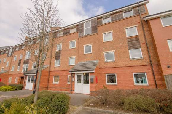 2 Bedrooms Flat for rent in Florey Court, Old Town, Swindon, SN1
