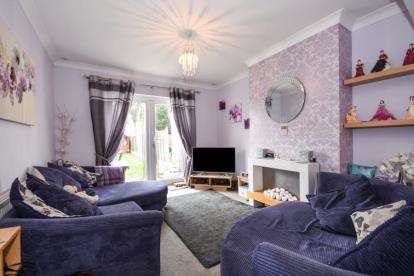 3 Bedrooms Bungalow for sale in Wickford, Essex, United Kingdom