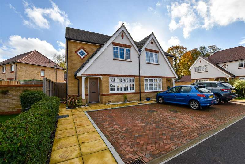 3 Bedrooms Semi Detached House for sale in Thomas Road, Aylesford