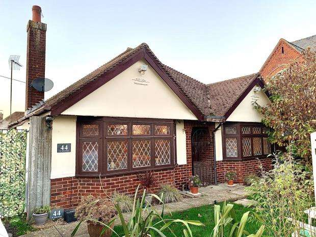 2 Bedrooms Detached Bungalow for sale in St. Johns Road, Hedge End, Southampton