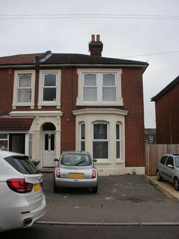 9 Bedrooms Semi Detached House for rent in Alma Road - Portswood - Southampton-SO16 3UP