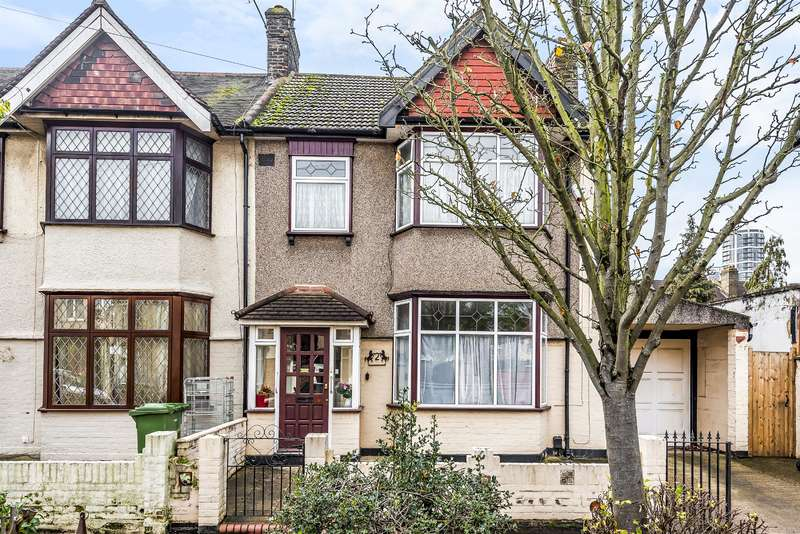 3 Bedrooms End Of Terrace House for sale in Sherwood Gardens, Barking, IG11 9TH