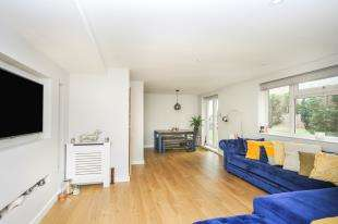 2 Bedrooms Flat for sale in Bethersden Close, Beckenham, Bromley, England