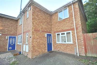 3 Bedrooms Semi Detached House for rent in Camelot Way, Northampton, NN5