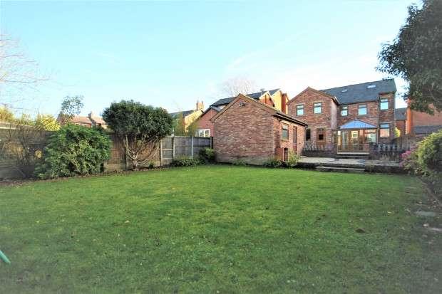 6 Bedrooms Detached House for sale in Watling Street Road, Preston, PR2