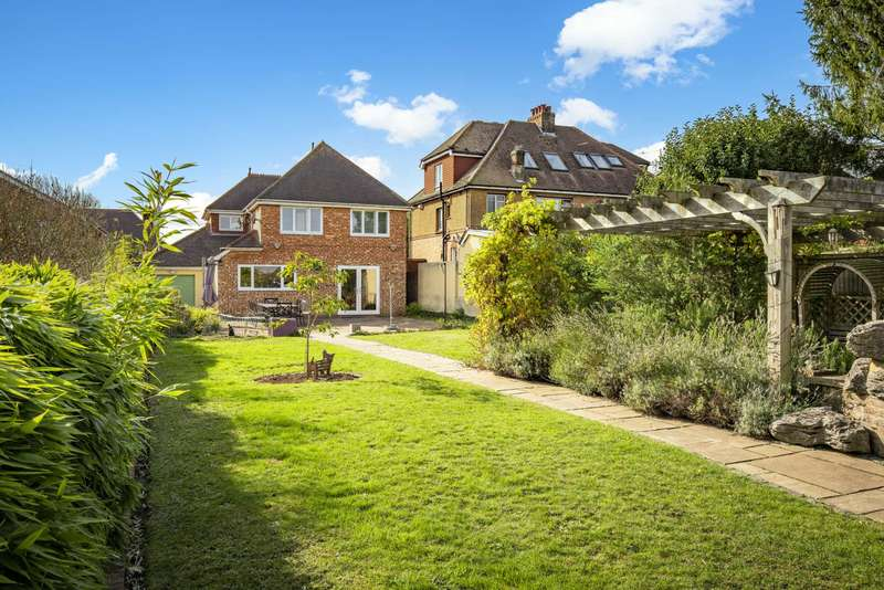 3 Bedrooms Detached House for sale in Yew Tree Road, Southborough, Tunbridge Wells