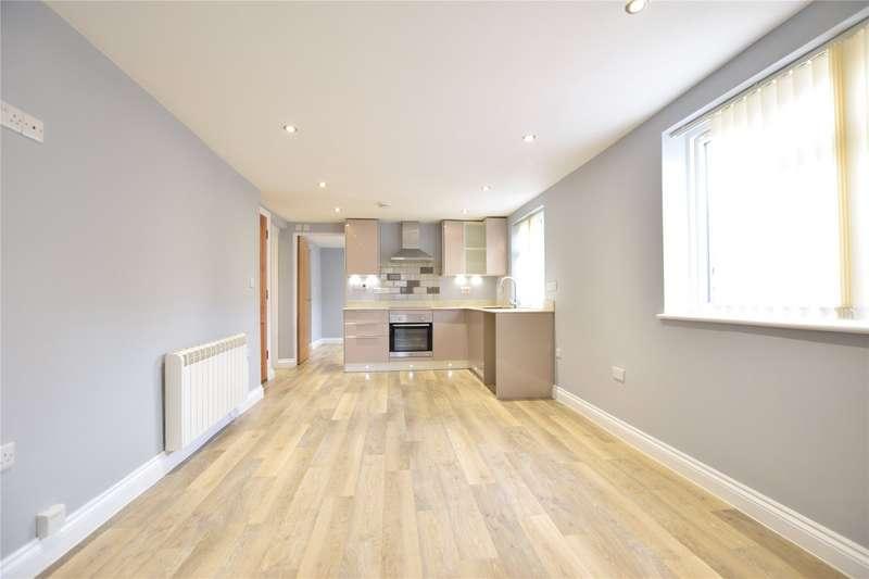 2 Bedrooms Maisonette Flat for rent in Crown Lane, Theale, Berkshire, RG7