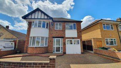 4 Bedrooms Detached House for sale in Tythorn Drive, Wigston, Leicester, Leicestershire