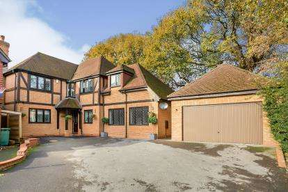 5 Bedrooms Detached House for sale in Horndean, Waterlooville
