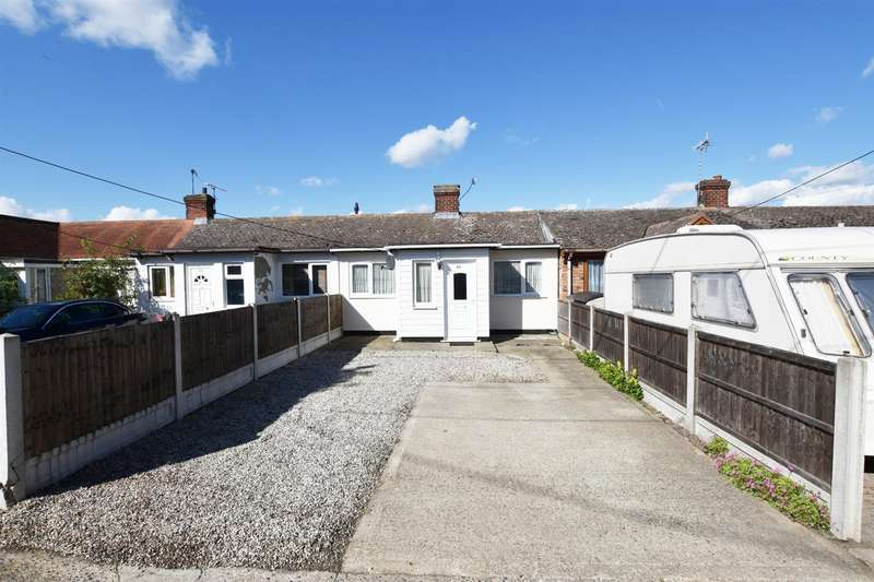 2 Bedrooms Bungalow for sale in Hawkesbury Road, Canvey Island