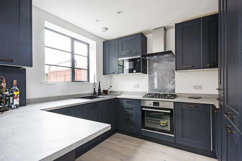 3 Bedrooms House for rent in Stellman Close, Clapton, E5