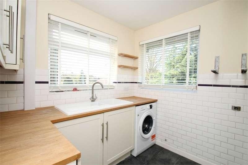 3 Bedrooms Maisonette Flat for rent in Bridgenhall Road, EN1