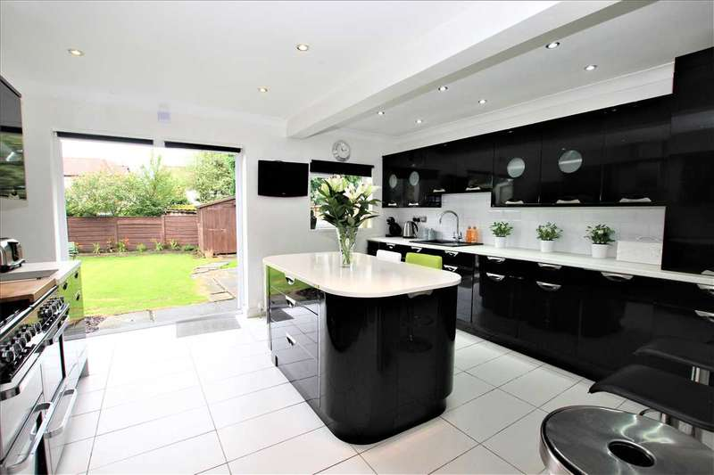 4 Bedrooms Semi Detached House for sale in Parkwood Drive, Over Hulton, Bolton