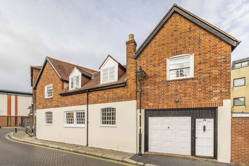 3 Bedrooms Detached House for sale in Beck Street, Portsmouth, PO1