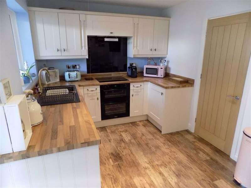 3 Bedrooms Semi Detached House for sale in Partridge Rise, Droylsden, Manchester