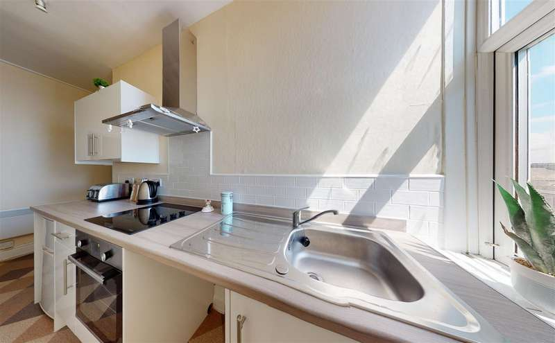 2 Bedrooms Flat for rent in Marine Road West, Morecambe