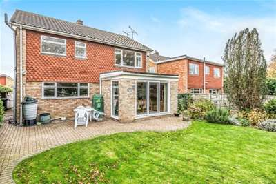 4 Bedrooms House for rent in Rose Dale, Orpington, BR6
