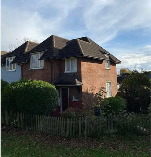 3 Bedrooms Semi Detached House for sale in Woodhouse Road, London, London, N12