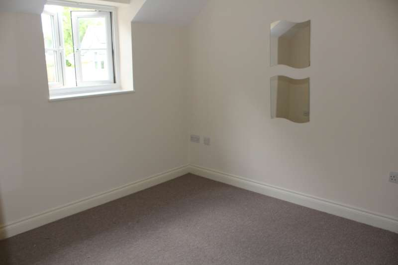 2 Bedrooms Flat for rent in Coombe Brook Close, Kingswood, Bristol, BS15 1PD