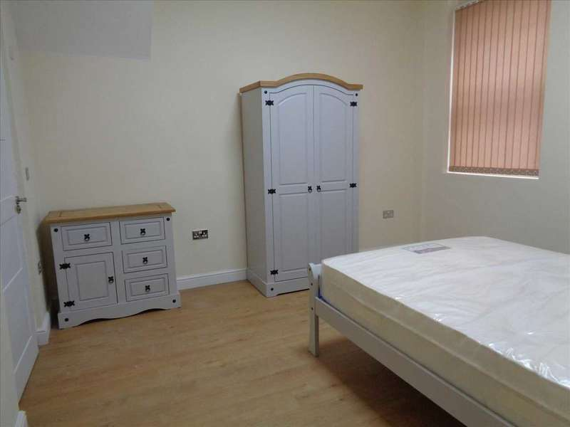 3 Bedrooms Apartment Flat for rent in Pocklington Walk, leicester