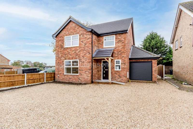 4 Bedrooms Detached House for sale in Hale Road, Necton