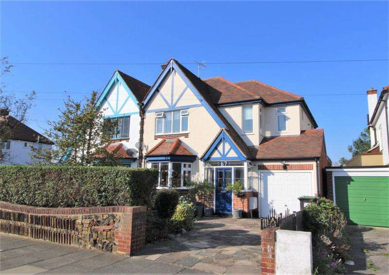 4 Bedrooms Semi Detached House for sale in Highlands Boulevard, Leigh-on-Sea, SS9