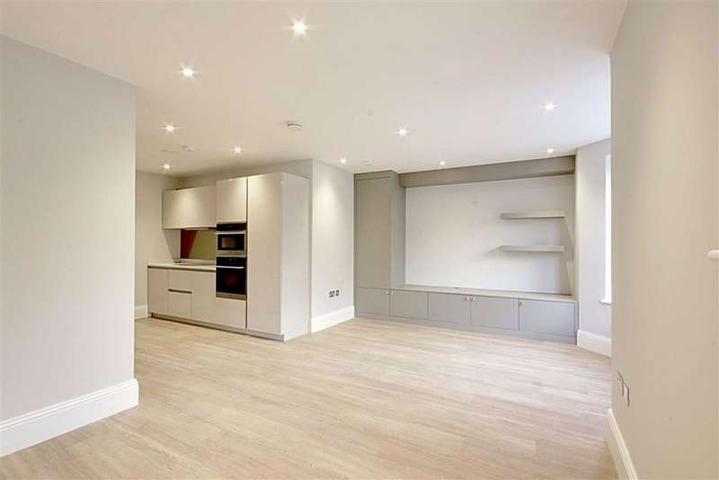 2 Bedrooms Flat for rent in Totteridge Lane, London