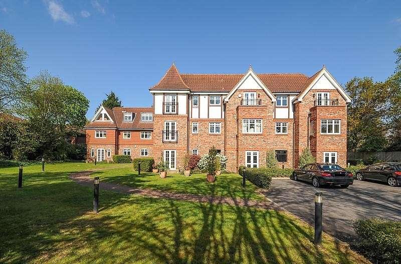 2 Bedrooms Apartment Flat for rent in Oakdene Court, 74 Portmore Park Road, Weybridge, KT13