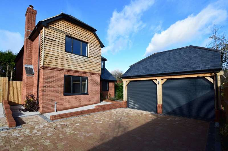 3 Bedrooms Detached House for sale in Sandy Mews, Manor Road, Sherborne St John, Hampshire, RG24
