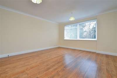2 Bedrooms Flat for rent in Marlborough Close, Orpington, BR6