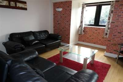2 Bedrooms Flat for rent in Arena View