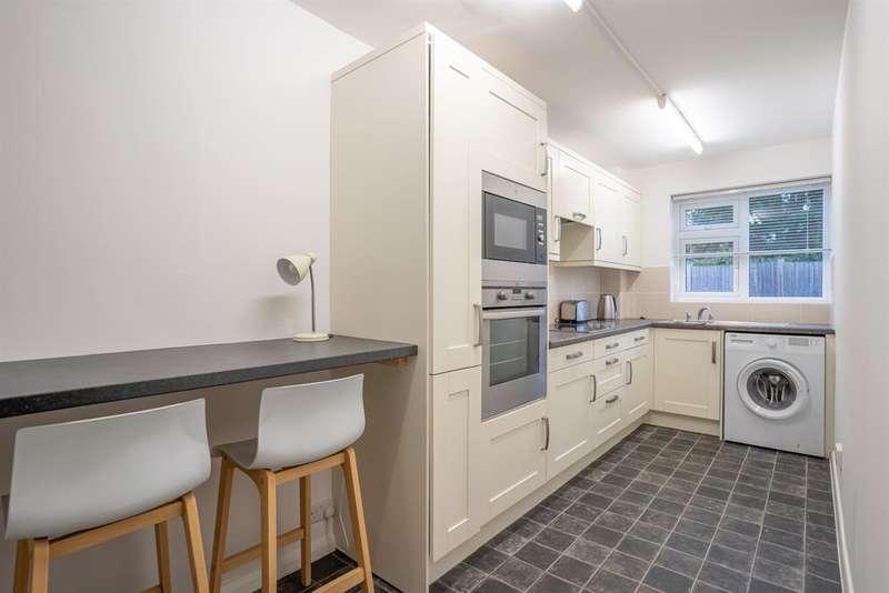 2 Bedrooms Flat for rent in Apton Court , Bishops Stortford, Herts