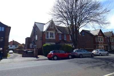 2 Bedrooms Maisonette Flat for rent in Linden Road, Bognor Regis