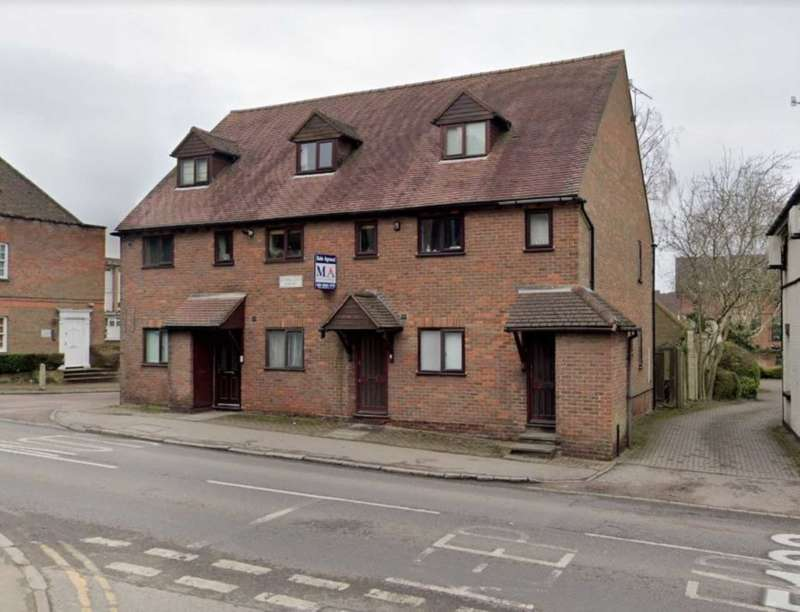 2 Bedrooms Duplex Flat for rent in Romeland Court, Elstree