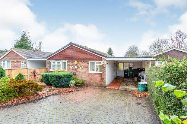 3 Bedrooms Bungalow for sale in Kempshott, Basingstoke, Hampshire