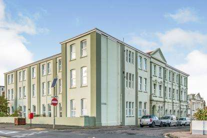 2 Bedrooms Flat for sale in Harbour Road, Seaton, Devon