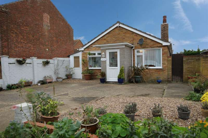 2 Bedrooms Detached Bungalow for sale in Sutton Road, Huttoft, Alford