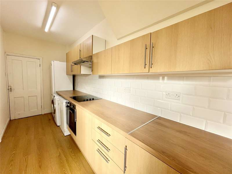 2 Bedrooms Flat for rent in Westbury Road, Bounds Green, London