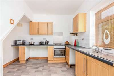 2 Bedrooms House for rent in Athletic Street, Burnley