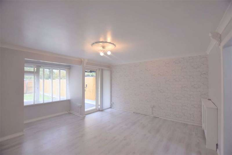 4 Bedrooms Town House for rent in Loxford, Basildon, Essex