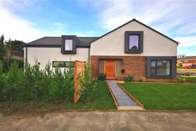 4 Bedrooms House for rent in Hartley Whitney, RG27