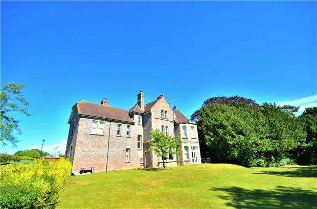 2 Bedrooms Apartment Flat for sale in Sherborne House, Basingstoke, Sherborne Road