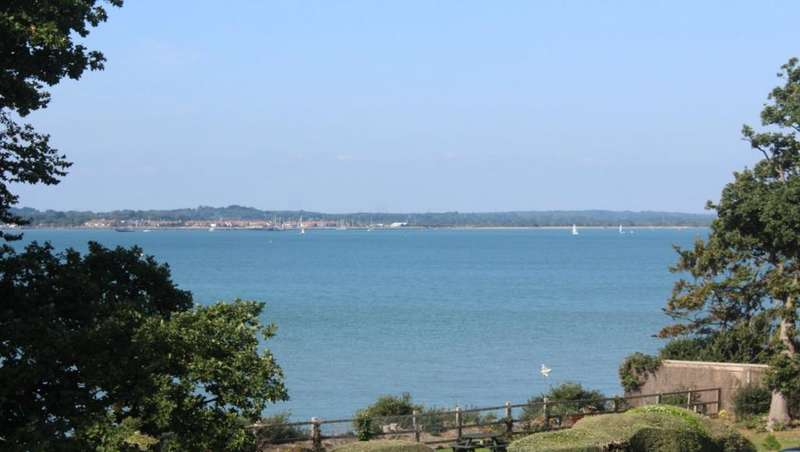 2 Bedrooms Flat for rent in Victoria Road, Netley Abbey, Southampton, Hants, SO31 5BX