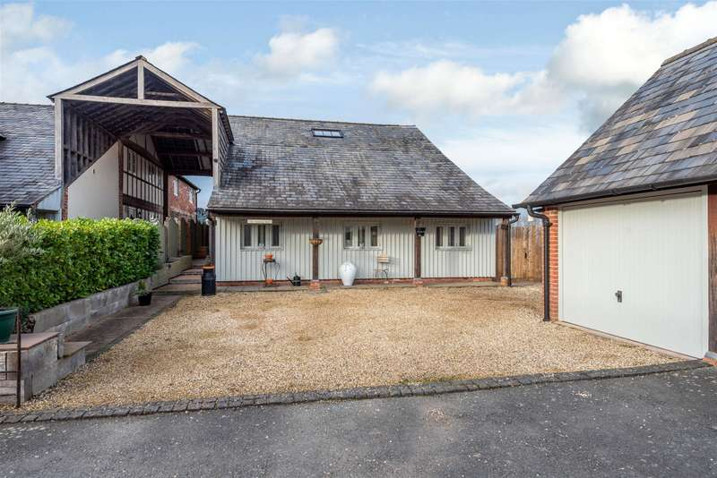 4 Bedrooms Barn Conversion Character Property for sale in The Threshing Barn, Stretton Court Barn, Stretton Sugwas, Hereford, HR4 7AR