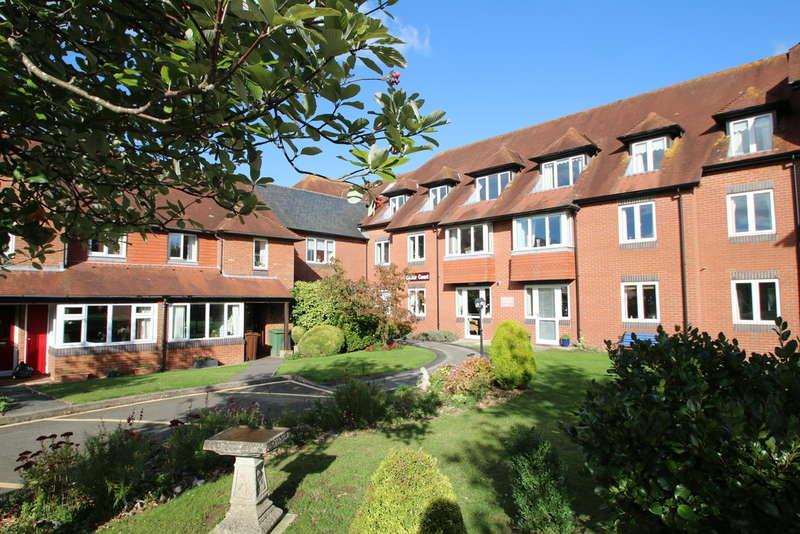2 Bedrooms Flat for rent in Cedar Court , Tenterden