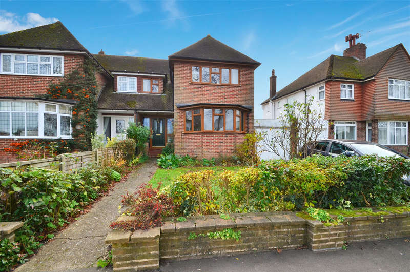 3 Bedrooms Semi Detached House for sale in Mote Avenue, Maidstone