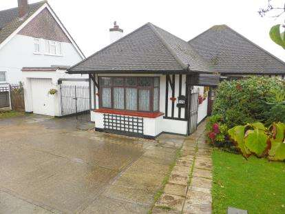 3 Bedrooms Bungalow for sale in Eastwood, Essex