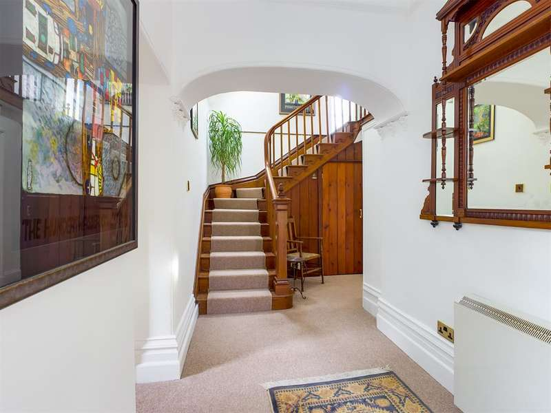 3 Bedrooms Link Detached House for sale in Mealbank, Kendal, Cumbria, LA8 9DW
