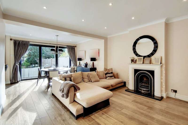 4 Bedrooms Semi Detached House for sale in Bromley Avenue, Bromley, BR1