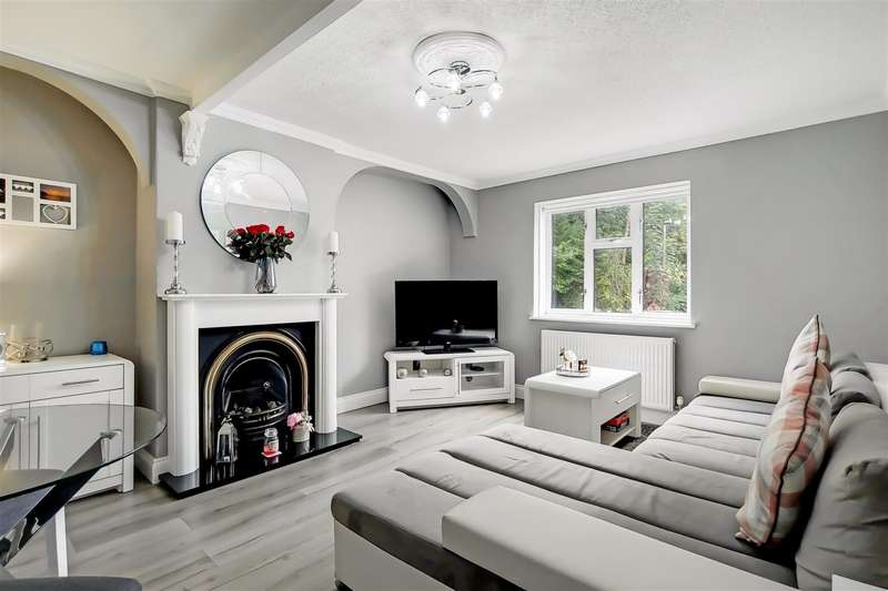 2 Bedrooms Maisonette Flat for sale in Magpie Hall Close, Bromley Common, BR2